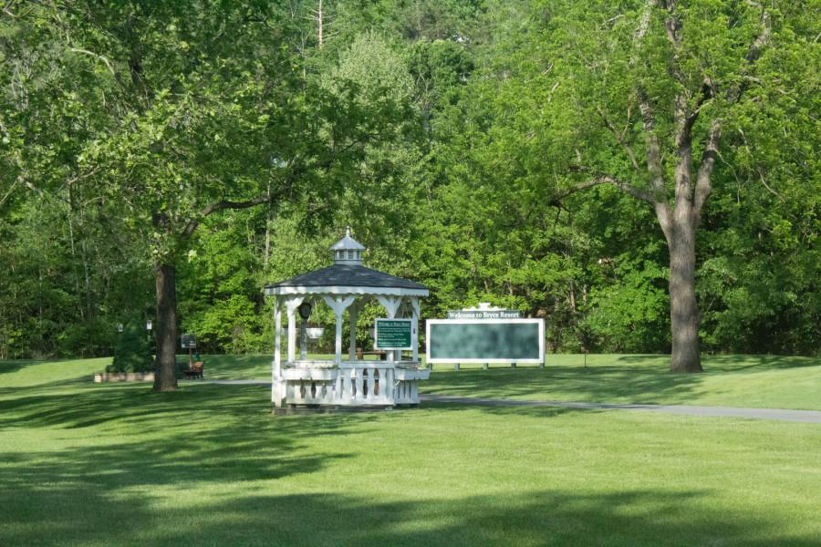 Creekside Village Owners Association - Golf Getaway Opportunity